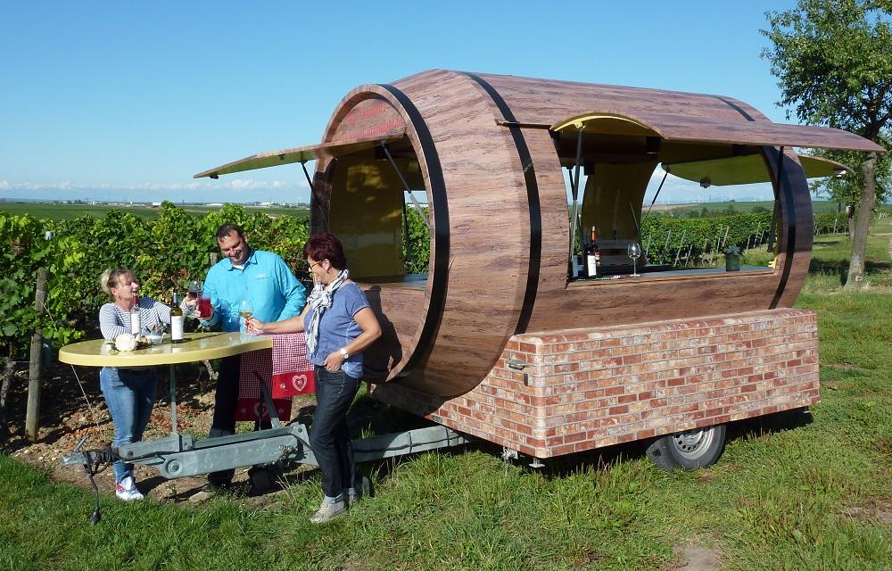 Weinfass / Ausschankwagen